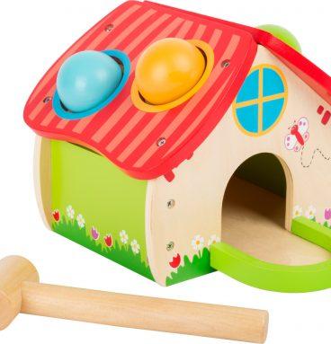 Žaismingas medinis namelis
